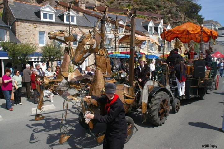 erquy-fete-coquille-saint-jacques-animation-rue_reference