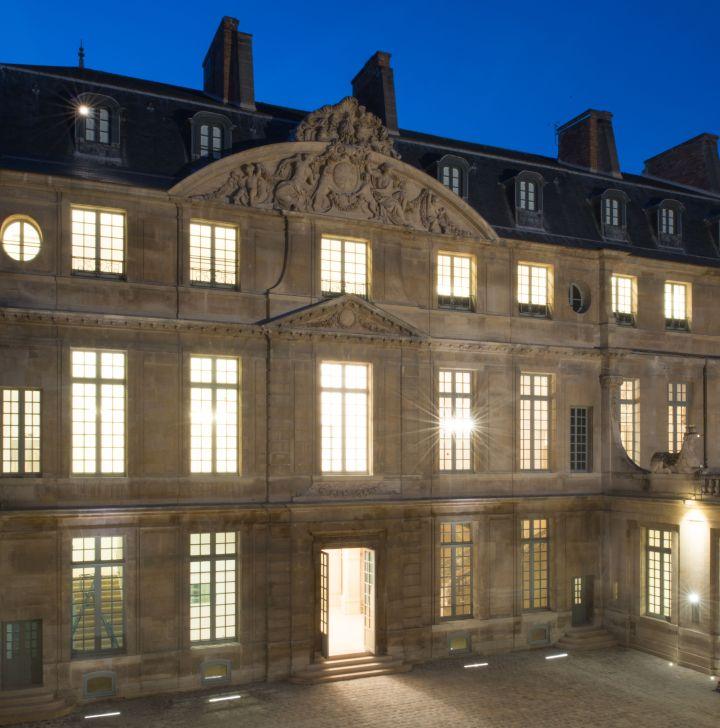 facade illuminée© Musée Picasso Paris - Béatrice Hatala