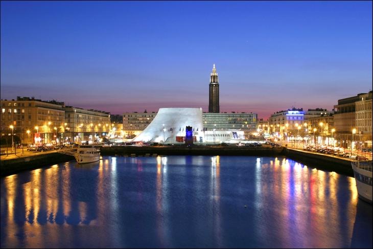Le Havre, le bassin du commerce, le volcan.