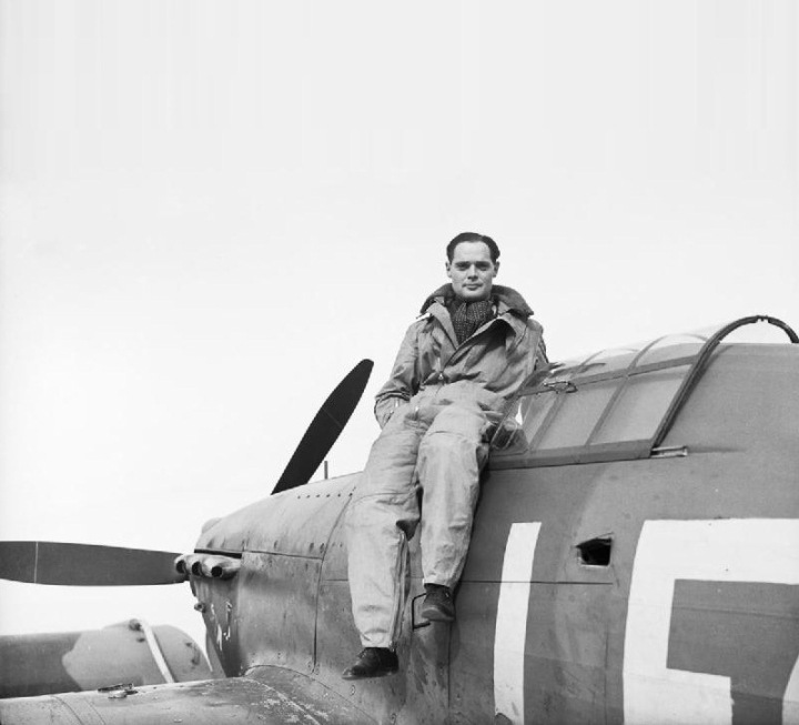 db3-Squadron-Leader-Douglas-Bader-CO-of-No_-242-Squadronseated-on-his-Hawker-Hurricane-at-Duxford-September1940qqq